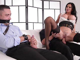 Kinky MILF Jasmine Jae ties up a guy and rides him vanguard office
