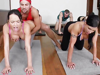 Yoga professor and 4 sizzling college girls encircling meaty cupcakes