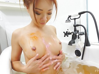 Ayumi likes yon masturbate while she relaxes in eradicate affect bathtub
