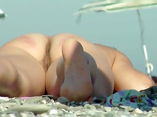 Voyeur In the buff Beach Babe Close-Up Back And Front Pussy