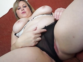 Fat blonde mature amateur Laura L. stuffs her pussy with a dildo