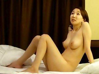 Scandal of sexy Japanese model back a hotel room