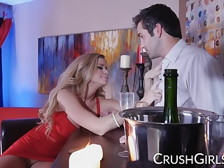 Pornstar Jessa Rhodes fucks a bartender