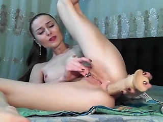 sexy babe love analhole toying her tight ass