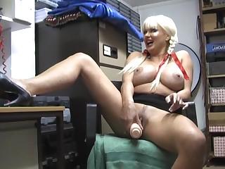 Amateur mature whore Karen Kay enjoys indoctrination her cunt with a dildo
